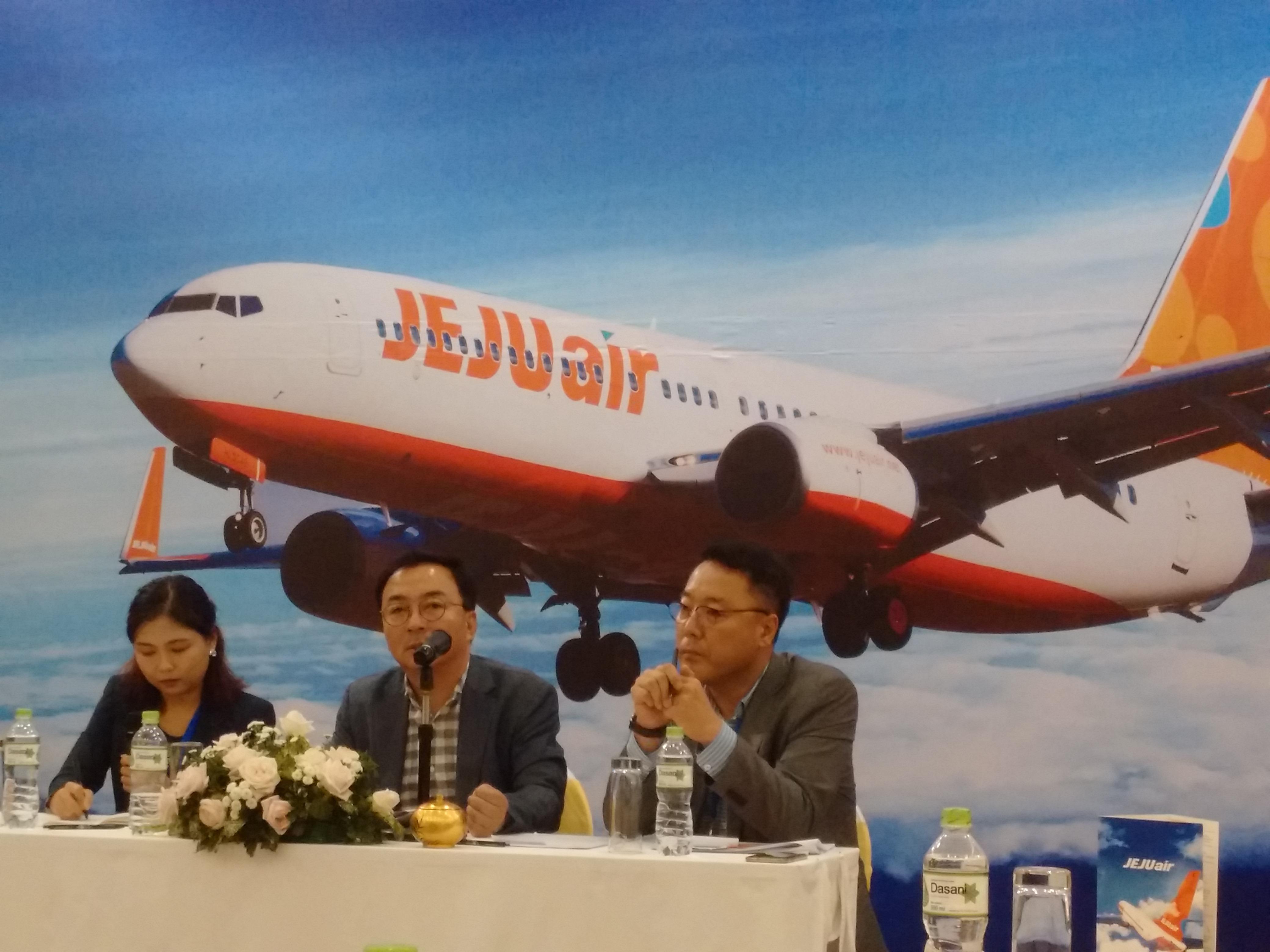 Đại diện Jeju Air trao đổi vế kế hoạch phát triển của hãng tai Việt Nam