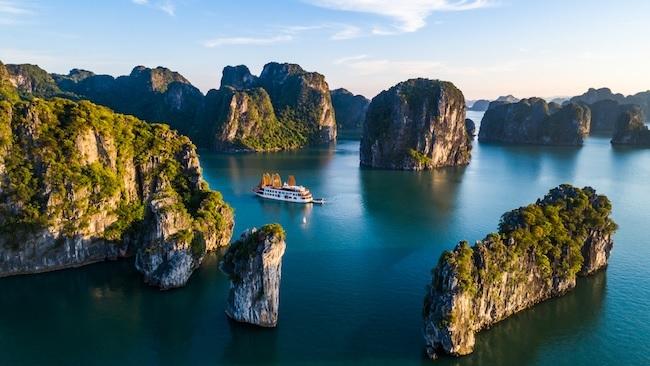 Di sản vịnh Hạ Long là một trong những điểm đến thu hút khách của Việt Nam