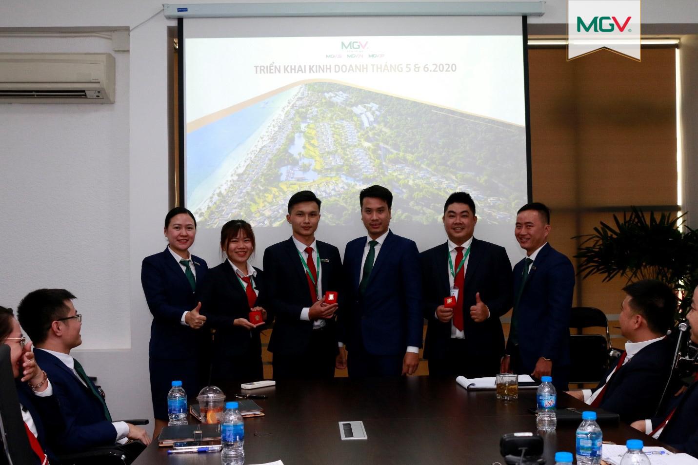 Giải thưởng nhân viên kinh doanh hoàn thành nhiệm vụ (4-5-2020)