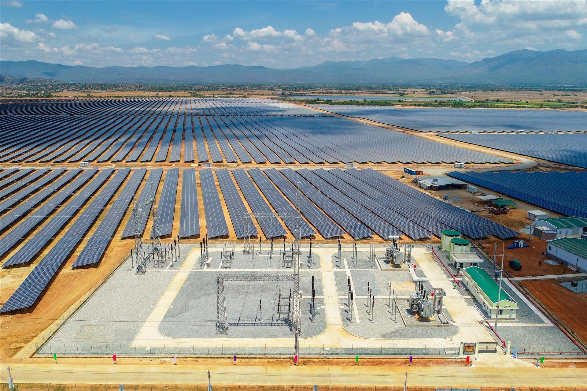 Cụm nhà máy điện mặt trời của BIM tại Ninh Thuận sản xuất khoảng 600 triệu kwh/năm, phục vụ gần 200.000 hộ dân, giảm thải gần 304.400 tấn CO2 mỗi năm