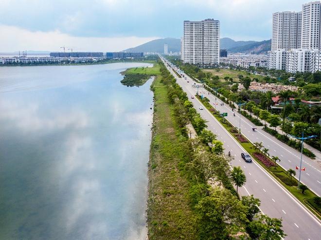 Halong Marina nằm trải dài bên bờ vịnh di sản