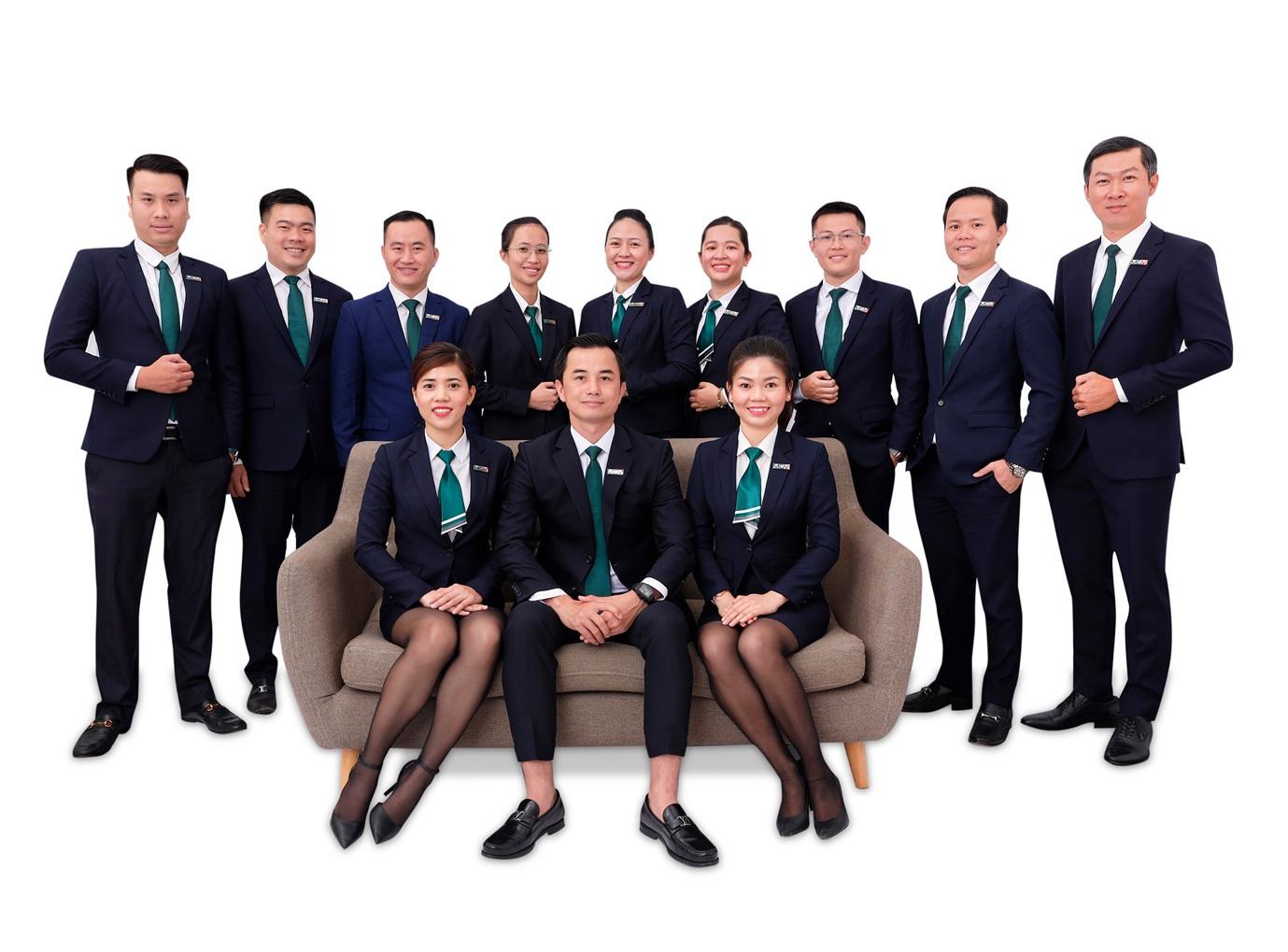Tập thể ban lãnh đạo và quản lý MGV